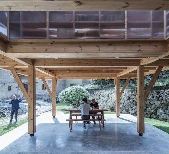 【建筑】悬浮在深山古村落的松木书屋!