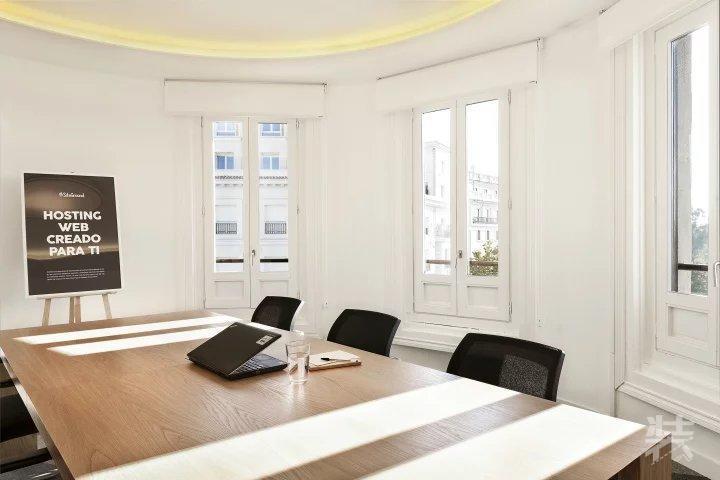 西班牙siteground混搭工业风办公室设计案例