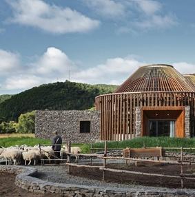 蒙古包揉合现代建筑美学之「木兰坊」