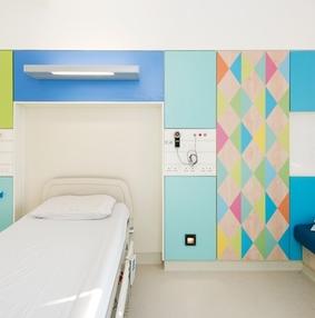明亮的色彩:谢菲尔德儿童医院病房设计