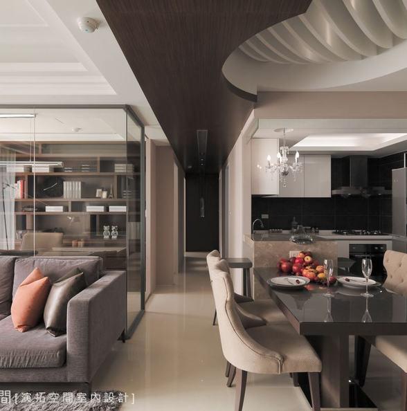 厨房上方垂下来的玻璃是防油烟的吗