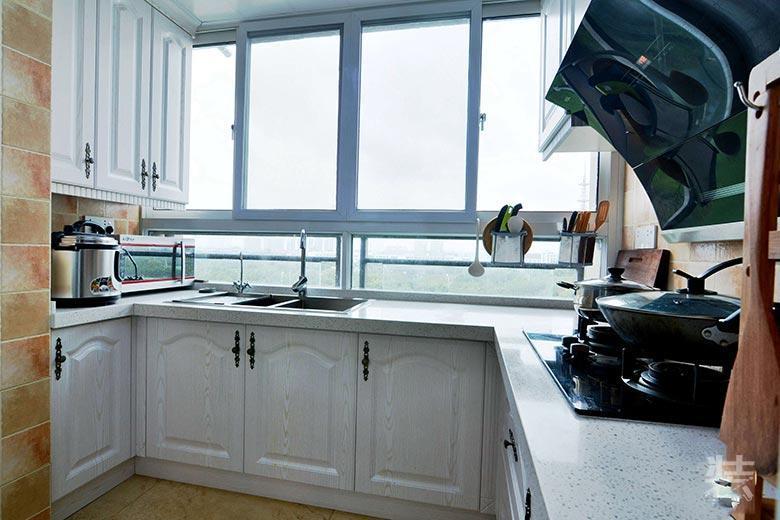 二手房装修厨房可以打通阳台橱柜贴在窗户方向摆放