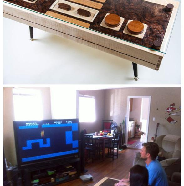"""这款创意家具""""Nintendo NES控制器咖啡桌"""",它采用了枫树、桃花心木、胡桃木与细木做成,与昔日的经典相结合,当你想邀请朋友玩游戏时,可以把防护玻璃拿开,尽情的玩;当您想喝一杯咖啡时可以把玻璃安放上去。"""