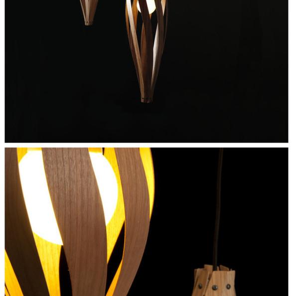这款由英国设计团队MacMaster Design为我们带来的茧吊灯(Cocoon Pendant Light)是一种敞形结构的吊灯,它的灯罩由八片美丽的木质花瓣组成,这种表现形式给了视图一个温暖的世界。 这款设计也围绕了可持续原理,用作灯罩的是很薄且超耐用的木质薄片,木片是可变平打包的,其它组件也都是些可快速组装的小配件,在注重生态的同时,这样简单大方的结构也让人感受都一种与生俱来的优雅。