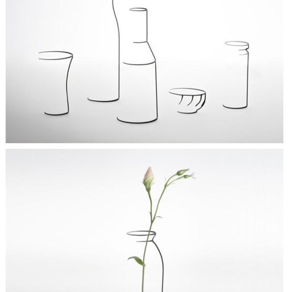 这是夜幕中孤独的一支蜡烛,只是,温柔的风并没有对那仅有的一点光亮下手,反而吹得烛台只剩下了残缺……来自英国设计师Maya Selway的创意,这组日常用品,包括烛台、花瓶和碗,虽然是用金属材质制成,但却都有种相当清新的素描风格,那些故意留下的空白,别致的立体感跃然纸上,相当不错。