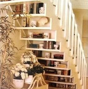 楼梯下的收纳设计