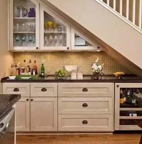 楼梯下空间做橱柜