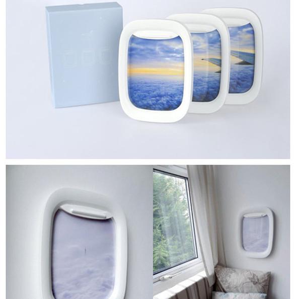 我的家,在云之上。每次,当我拉开舷窗,便能看到蓝色深空下白色海洋,那里,太阳无论升起还是降落,都平铺下万道霞光——是的,这就是舷窗相框(Air Frame)的魔力,它贴到哪里,哪里就变成旅途。