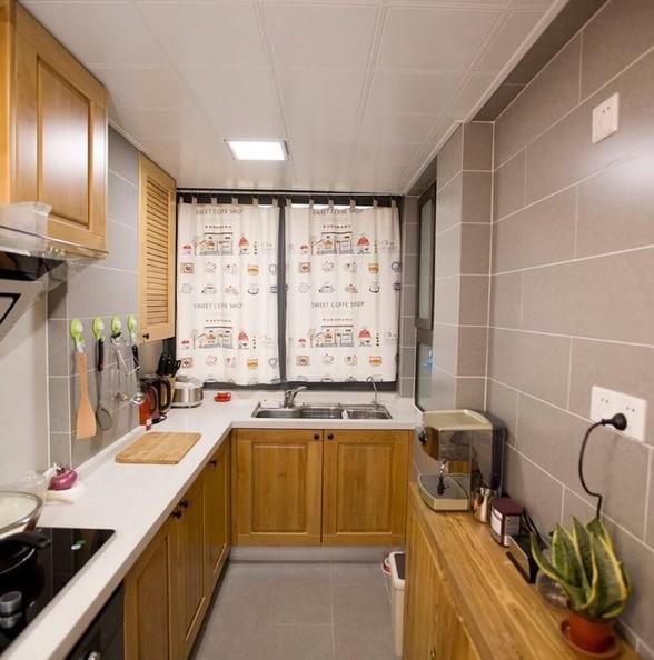 厨房宽度够了放个小柜子