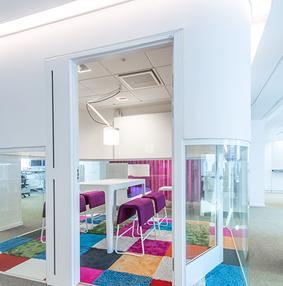 彩色地毯办公室装修设计