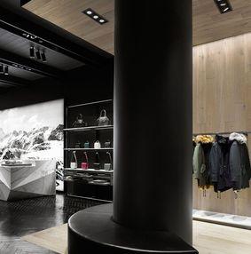 羽绒服专卖店空间设计